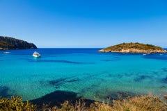 Isola di Pantaleu nella baia di Gemec, San Telmo, Mallorca Immagini Stock