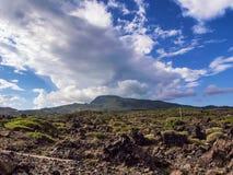 Isola di Pantelleria, Italia Paesaggio delle rocce vulcaniche fotografia stock libera da diritti