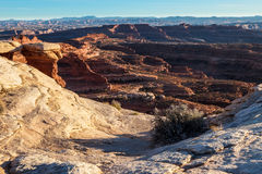 Isola di parco nazionale bianca di Canyonlands della strada dell'orlo di zona di Whitecrack nel cielo Utah immagini stock libere da diritti