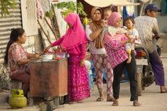ISOLA DI PENIDA, INDONESIA - 22 LUGLIO 2015: mercato tradizionale Nusa Penida 22 luglio L'Indonesia 2015 Fotografie Stock Libere da Diritti