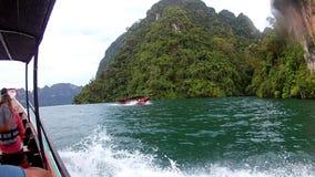 ISOLA di PHI PHI - KRABI - la TAILANDIA 2016 anni, il 29 dicembre: Viaggio della barca alle isole tropicali La vista dall'interno archivi video