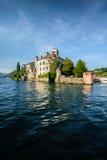 Isola di San Giulio sulla regione piedemontana della provincia di Novara del lago Orta i Fotografia Stock Libera da Diritti