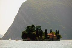 Isola di San Paolo, sul lago Iseo, la Lombardia, Italia immagini stock