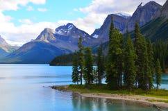Isola di spirito, lago Maligne, Rocky Mountains, Canada fotografia stock libera da diritti