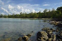 Isola di Tah Kiev del KOH: spiaggia, mare e giungla Immagine Stock