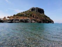 Isola Dino et it& x27 ; mer clair comme de l'eau de roche de s image libre de droits