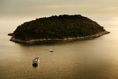 Isola e barca di Phuket Fotografia Stock Libera da Diritti