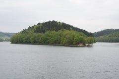 Isola e lago Fotografia Stock Libera da Diritti