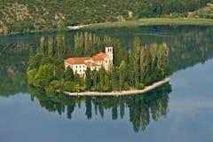 Isola e monastero Visovac Fotografie Stock Libere da Diritti