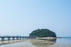 Isola e ponte Fotografia Stock