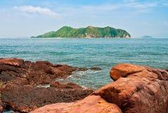 Isola e roccia Immagini Stock Libere da Diritti