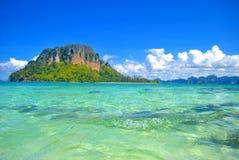 Isola ed oceano blu Fotografia Stock