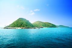 Isola ed oceano tropicali immagine stock