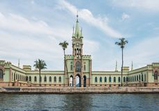 Isola fiscale Ilha fiscale nella baia di Guanabara - Rio de Janeiro, Brasile fotografia stock libera da diritti