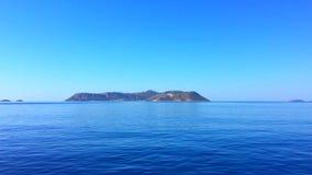 Isola greca in mar Mediterraneo blu Isola greca Mediterranea Kastellorizo Megisti Dodecanese video d archivio