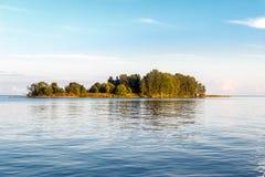 Isola in lago Fotografia Stock Libera da Diritti