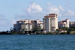 isola Miami del pescatore dei condomini immagini stock