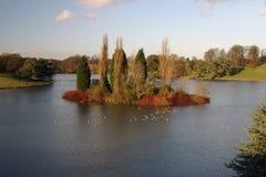 Isola nel lago fotografia stock