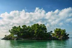 Isola nel mare ionico, Parga fotografia stock