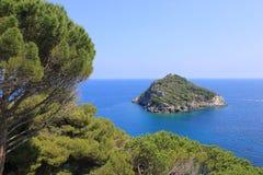 Isola nel paesaggio del mare Fotografia Stock