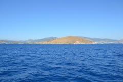 Isola nel paesaggio sole- del mare Fotografie Stock