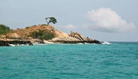 Isola nell'oceano Fotografia Stock Libera da Diritti