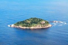 Isola in oceano Immagini Stock Libere da Diritti
