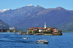 ISOLA PESCATORI-ITALY 25 APRIL 2013: fiskelägeIsola dei P Arkivbilder