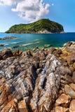 Isola, pietre, mare Fotografia Stock