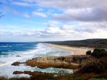 Isola praticante il surfing di Stradbroke del paesaggio della spiaggia dell'oceano della bella linea costiera, Australia Fotografia Stock Libera da Diritti