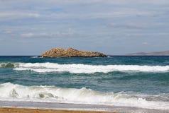 Isola rocciosa nel mare Fotografia Stock Libera da Diritti
