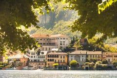 Isola romantica pittoresca italiana di San Giulio del lago del lago Orta Fotografia Stock