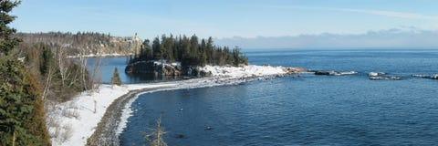 Isola spaccata del faro della roccia Fotografie Stock