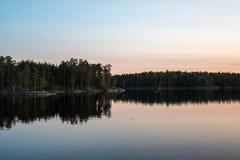 Isola su un lago in Svezia Fotografia Stock