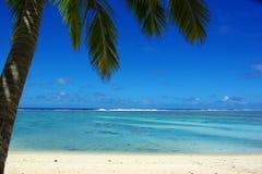 Isola tropicale di paradiso, un motu in una laguna Immagini Stock