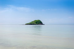 Isola tropicale di vista sul mare immagini stock libere da diritti