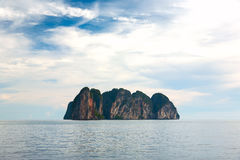 Isola tropicale diritta sola Fotografie Stock Libere da Diritti
