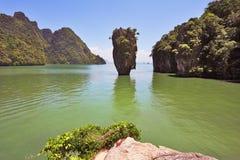 Isola-vaso in laguna poco profonda Immagine Stock