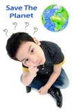 Isolado bonito do rapaz pequeno no fundo branco, conceito da energia fotografia de stock royalty free