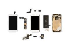 Isolado dos componentes de Smartphone no branco fotografia de stock royalty free