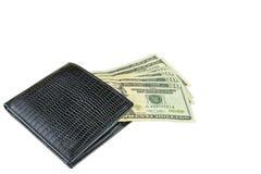 Isolado em um fundo branco Uma carteira e contas do ` s do homem Dinheiro, dólares americanos Fotografia de Stock