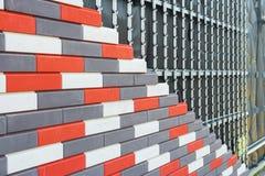 Isolamento artificiale della pietra decorativa dei fossades della costruzione fotografie stock
