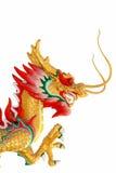 Isolamento de uma escultura dourada colorida do dragão Imagens de Stock