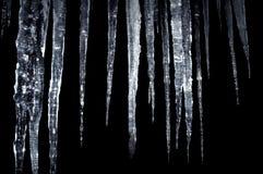 Isolamento dei ghiaccioli sul nero fotografia stock
