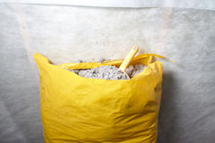 isolamento della cellulosa fatto da carta riciclata Fotografia Stock