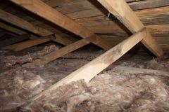 Isolamento di plastica della schiuma di nuova casa su un nuovo tetto Fotografia Stock Libera da Diritti
