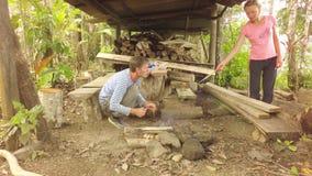 Isolamento do auto da sociedade na selva equatoriano vídeos de arquivo
