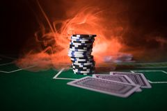 Isolamento no colorido, slot machine do elemento do casino, quando da roleta, dado, microplaqueta do casino - imagem fotos de stock