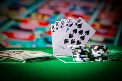Isolamento sul variopinto, slot machine, attimo delle roulette, dado, chip del casin? - immagine dell'elemento del casin? fotografie stock