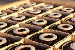 Isolante elettrico in scatola di legno Immagine Stock